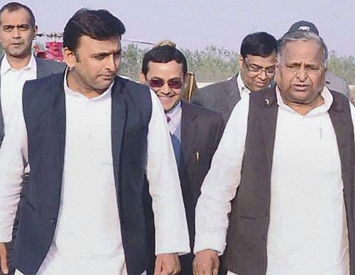 Under fire SP chief Mulayam, UP CM meet riot victims