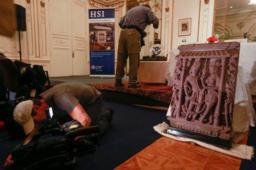 US returns 3 stolen sandstone sculptures to India