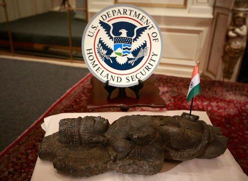 US returns stolen antiquities to India