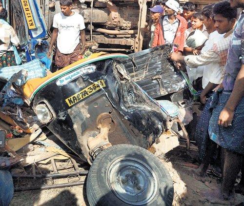 Two die, 3 hurt in Jagalur mishap