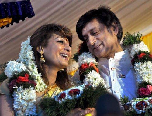 Tharoor now in 'extramarital' row