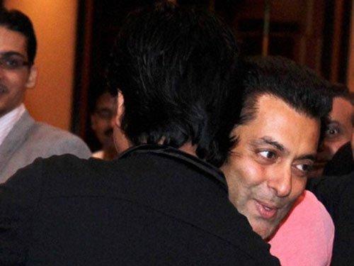 SRK, Salman hug yet again