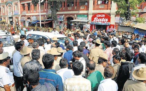 Protests halt Palike's plans to renovate KR Market