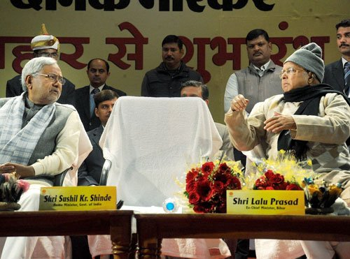 Nitish and Lalu share dias, take jibes at each other