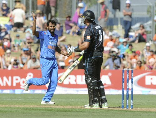 India chase 293 against Kiwis after erratic bowling