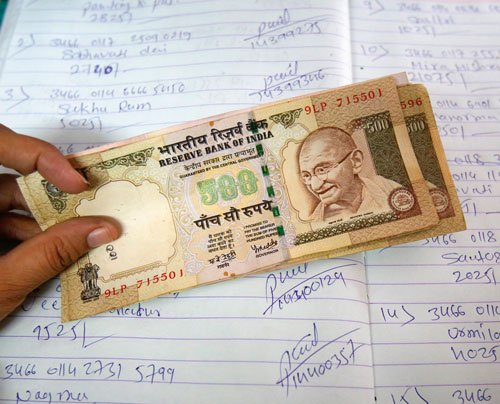 Wife has right to know husband's salary: CIC
