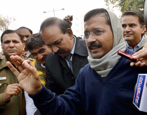 Kejriwal, Delhi Ministers hold dharna outside Rail Bhavan