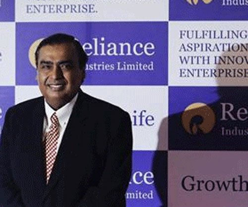 Loopholes let Reliance firm get spectrum: CAG