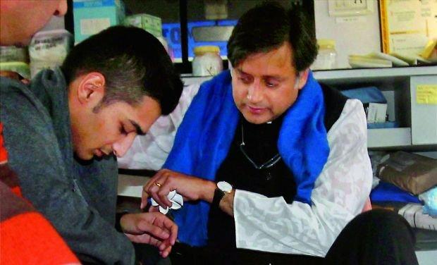 Sunanda Pushkar's son gives clean chit to Shashi Tharoor