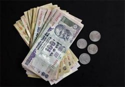 Rupee falls 17 paise against dollar in early trade
