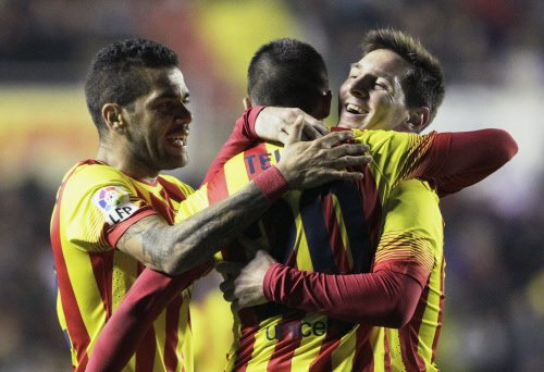 Messi sets up 4 in Barca's 4-1 win at Levante