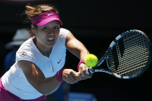 Li beats Bouchard to make third Australian Open final