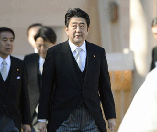 Japanese PM in India, calls on president