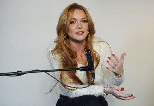 I'm single: Lindsay Lohan