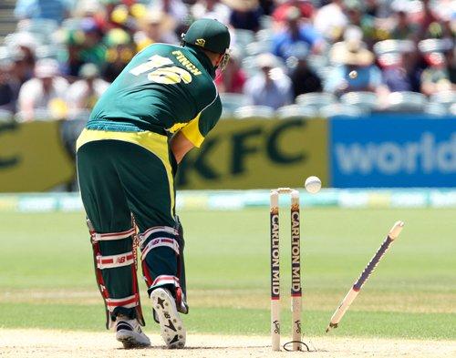 Australia makes 217-9 in 5th ODI vs. England