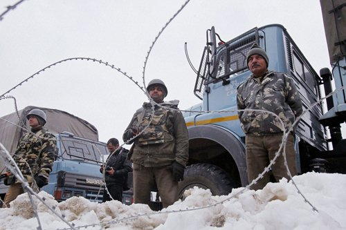 Pak troops violate ceasefire on R-Day