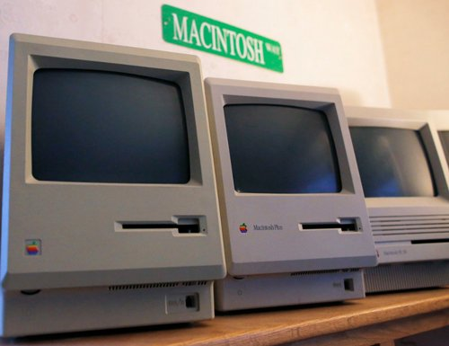 Geeks the stars as Apple 'Mac' turns 30