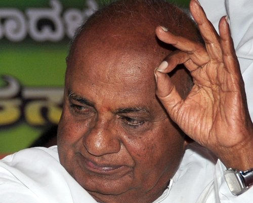 Gowda humours crowd as son takes own time to arrive