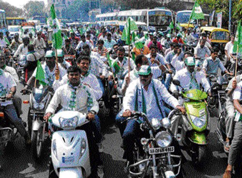 Give us 15 MPs and Gowda will be PM: JD(S) leaders