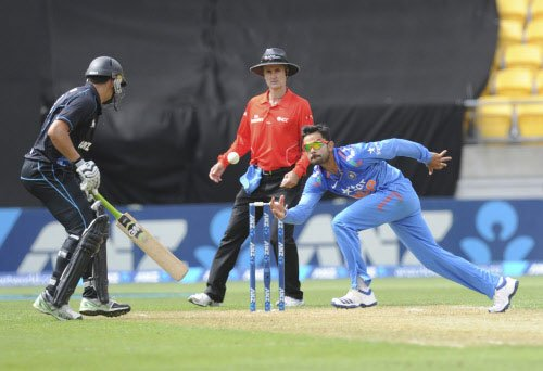 New Zealand set India 304 to win in 5th ODI