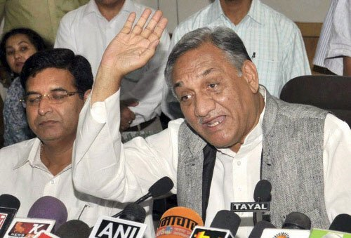Bahuguna quits as U'khand CM