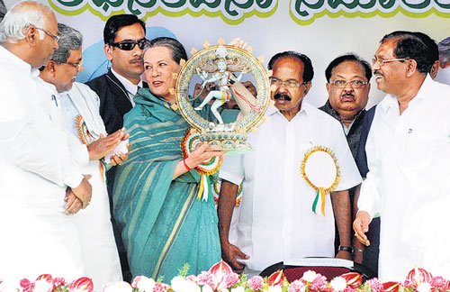 BJP sowing seeds of poison, says Sonia