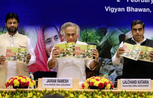Ramesh pitches for hike  in MGNREGS wages