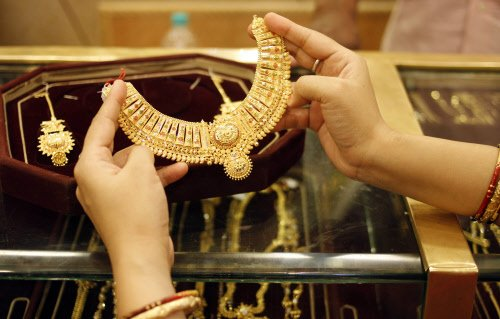 Govt cuts import tariff value of gold & silver