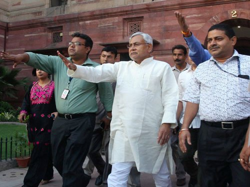 Minister meets Nitish but refuses to take back resignation