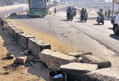 Dangerous hurdles on flyovers