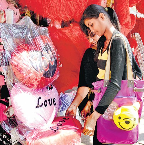 Pubs, restaurants booked in advance for V-Day