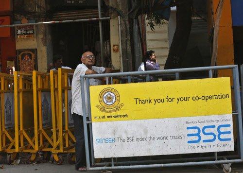 Sensex fails to maintain initial gains, drops 102 pts