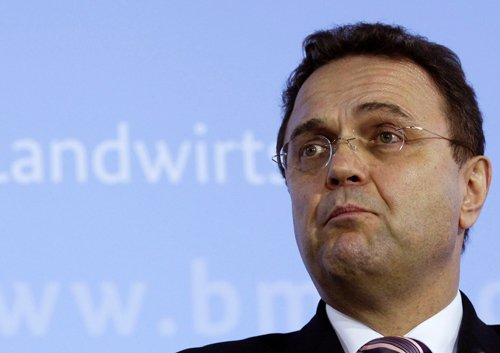 German minister resigns over child pornography 'probe leak'