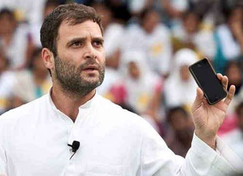 Rahul breaks security cordon to meet 8-year old fan