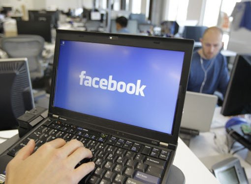 Fewer users may log on through PCs in coming years: Facebook
