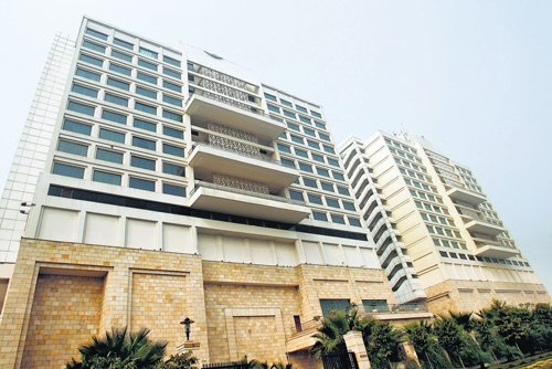 Luxury hotels swap keys in India's economic slump