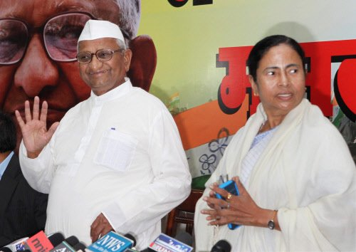 Didi gets Anna support, Kejriwal snubbed