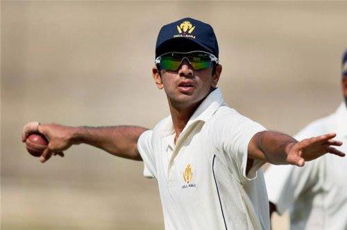 Dhoni needs to take risks: Dravid