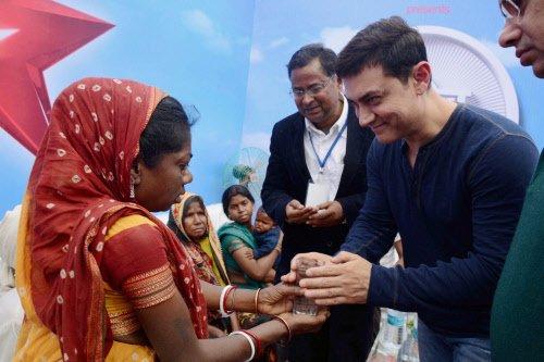 Aamir Khan pays tribute to 'mountain man' Dasrath Manjhi