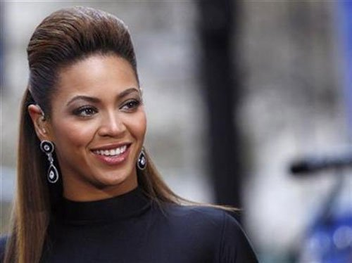 Beyonce stops concert to sing 'Happy Birthday' to lucky fan