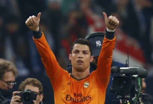 Real's three stars sink Schalke
