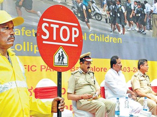 Lollipop man to assist kids to cross roads