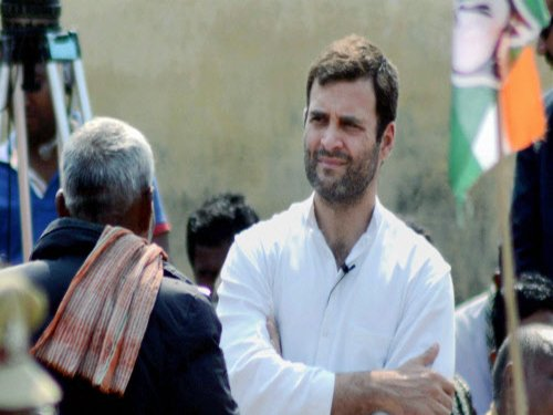 Rahul hunts for votes, now taps  auto drivers, rickshaw pullers