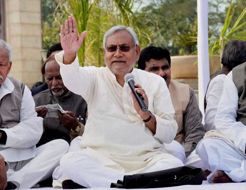 Nitish holds 'Satyagraha', calls spl status a prestige issue