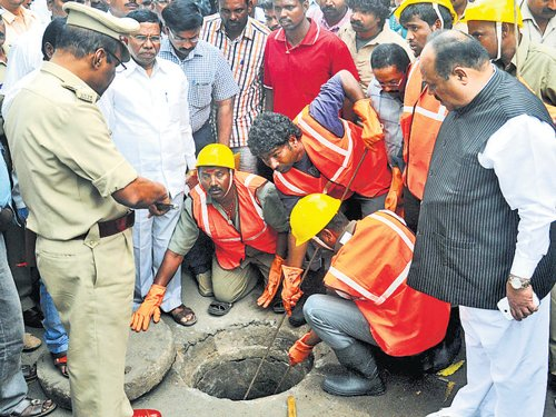 Worker killed  while clearing blocked manhole