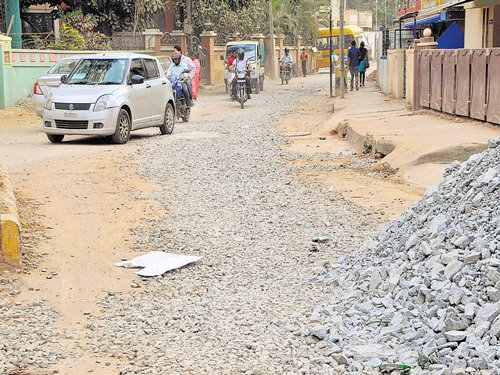 Uneven roads, dust force residents of Cambridge Layout to stay indoors