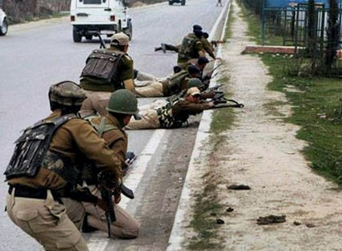 Two cops killed in attack by militants
