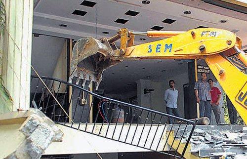 Bangalore: Two shopping complexes razed to save lake