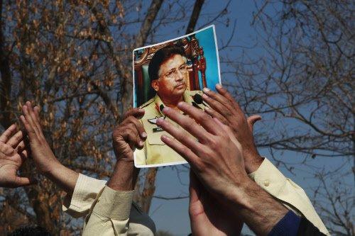 Musharraf's lawyers 'threatened with beheading'