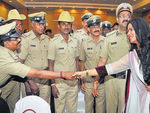 21 cops receive 'Knights in Khaki' honour